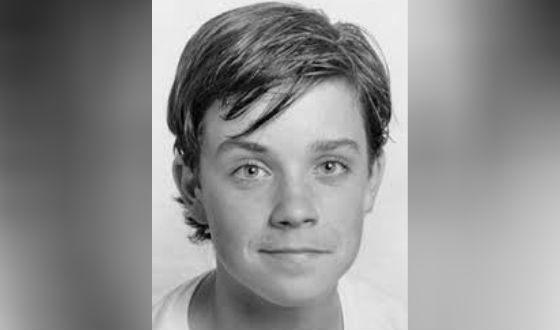 Ντόνοβαν αστέρι που χρονολογείται 18 χρονών