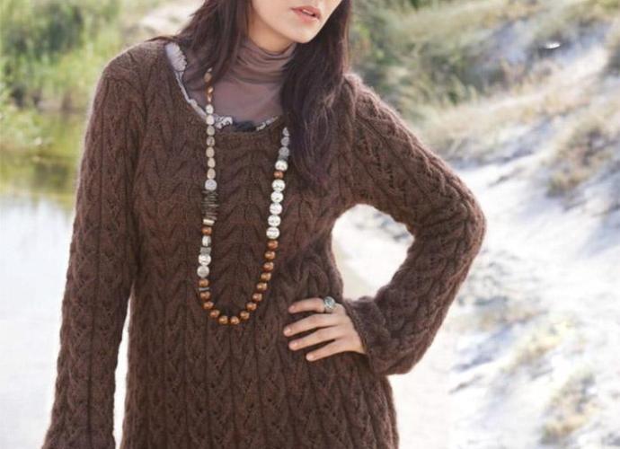 Удлиненный пуловер спицами из мериноса