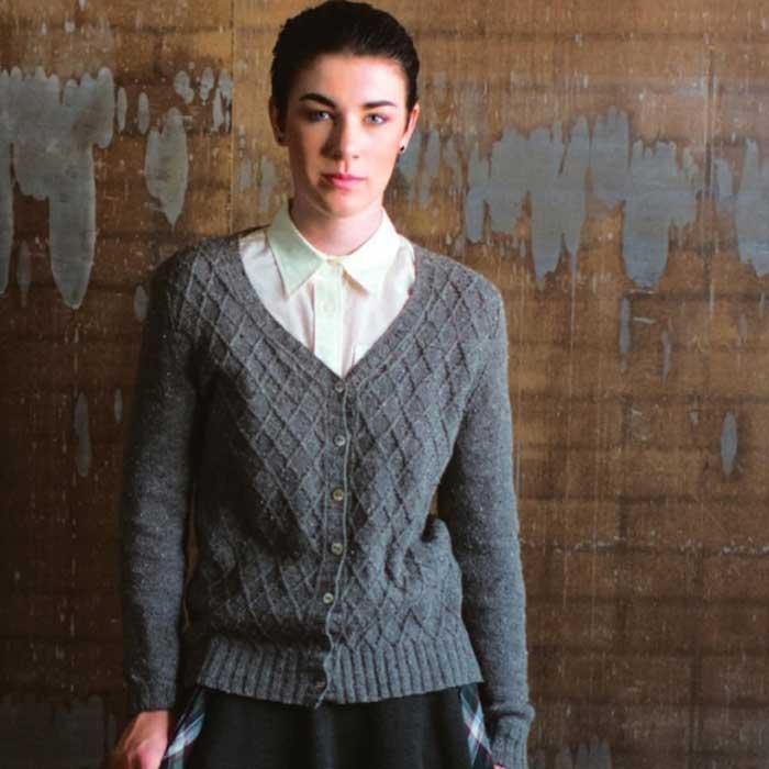 Вязание для женщин. Серый кардиган спицами.