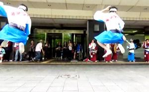 2017どんたく福岡市役所前でゲリラ演舞するうずうず連