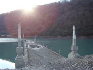 Секретный мостик в Ананури