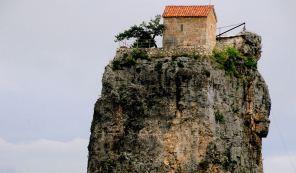 Знаменитый столп Кацхи в Грузии благоустроят