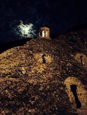 Саркинети ночью