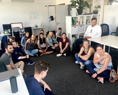 Studenten zu Besuch beim Start-up Bookitgreen in Berlin