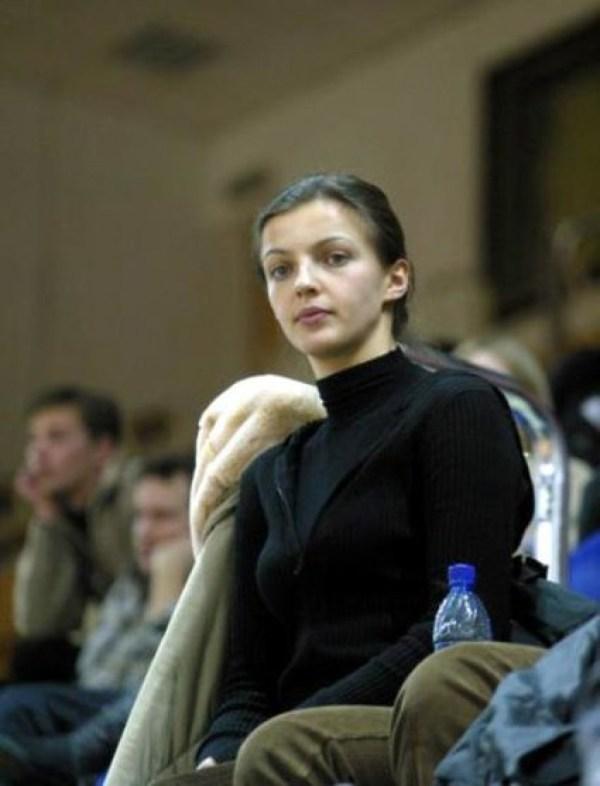 Евгений Цыганов тайно посещает бывшую жену и семерых детей ...