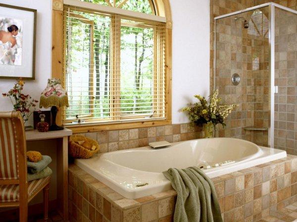 дизайн ванной комнаты с окном 2