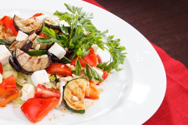 Салат из баклажанов с перцем и фетой
