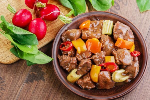 Жаркое из картофеля с говядиной и овощами - Рецепты ...