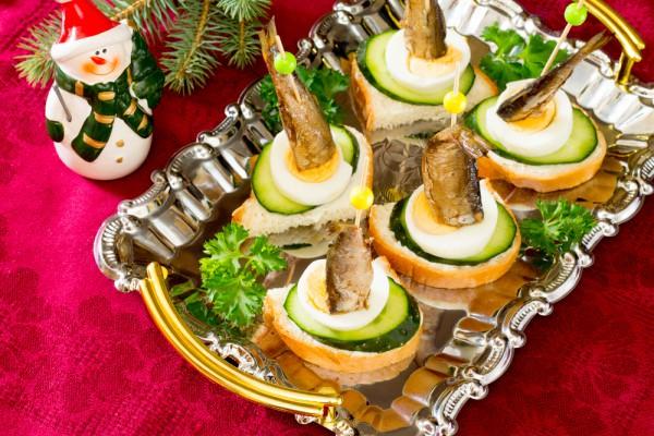 Рецепты на Новый год: Канапе со шпротами - Рецепты ...
