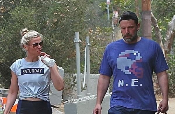 Фото: Бен Аффлек и Линдси Шукус на прогулке с ее ...
