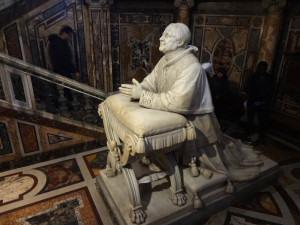 Praying Pope sculpture (Pope Pius IX I believe?)