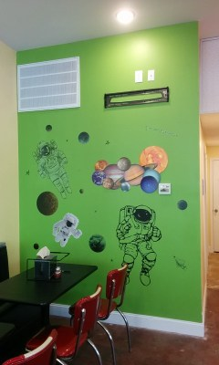 Nimbo Pizza space wall