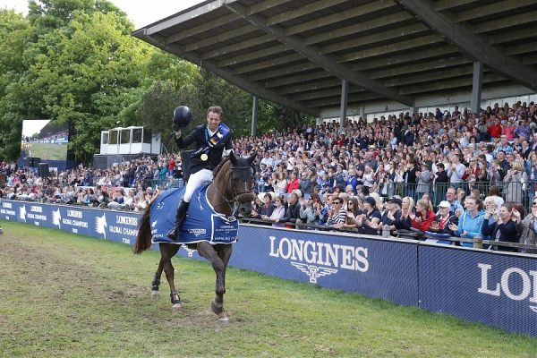 Lap of honour for the winner of the LGCT Grand Prix of Hamburg Harrie Smolders (NED) on Don VHP Z ph.Stefano Grasso/LGCT