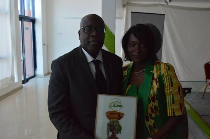 Awa Caba de Sooretul & Abou Karim Mbengue de Sonatel lors de la signature du partenariat