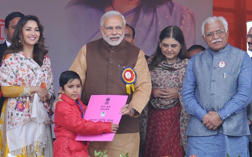 Narendra Modi launching Sukanya Samriddhi accounts by presenting a passbook to a girl child at Beti Bachao-Beti Padhao