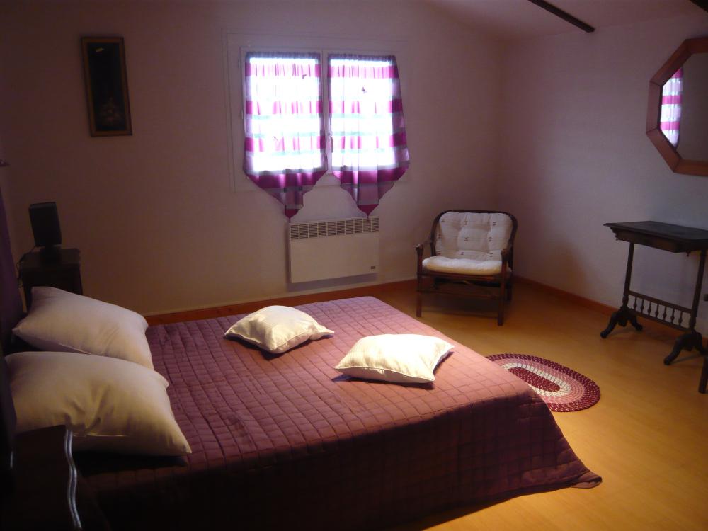 chambre spacieuse lit deux places