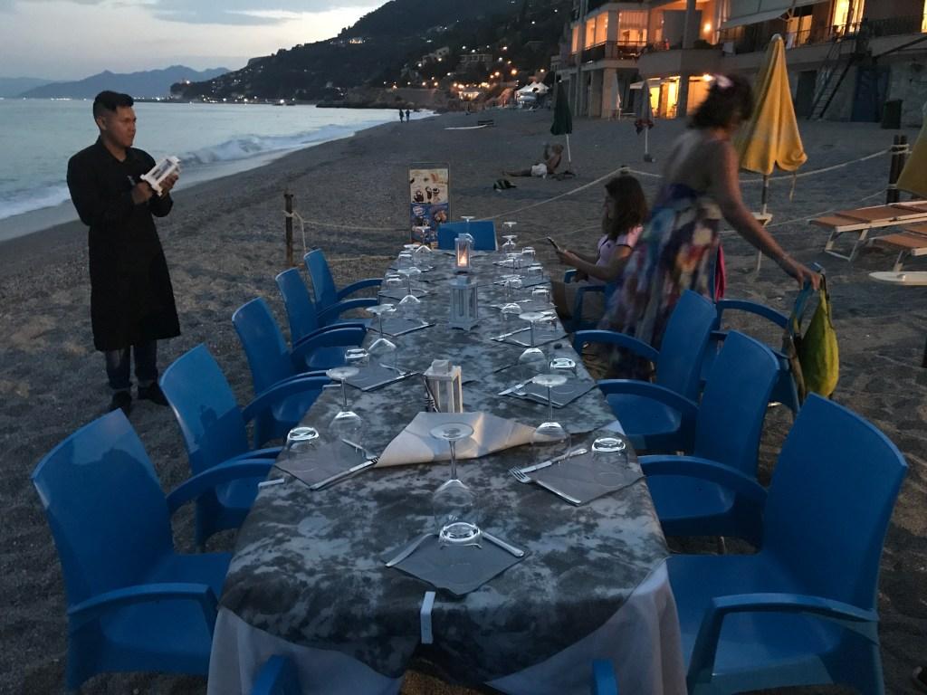 Cena-in-spiaggia-vacanze-benessere-2021