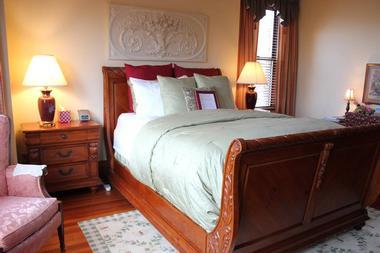 The Fleur-de-Lys Mansion - 4 hours from Kansas City, MO