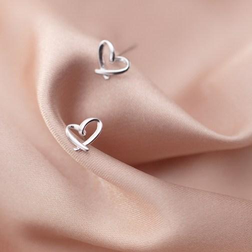 Minimalistic Heart Earrings