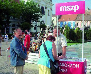 MSZP-t fotózzák a Keszesek_2-szerk