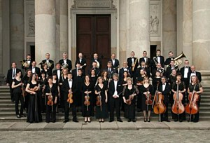 Váci Szimfonikus Zenekar a dóm előtt-520