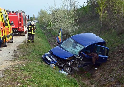 baleset az M2-esen a rádi lehjató közelében-520