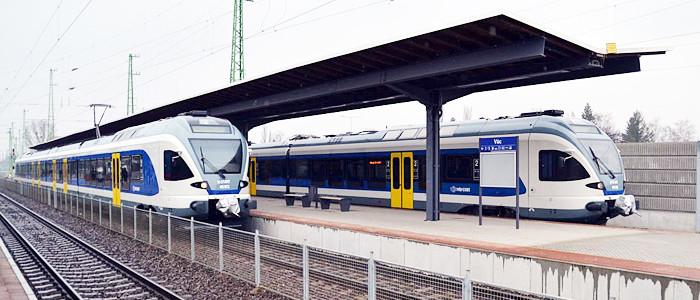 vonatok a váci állomáson-700