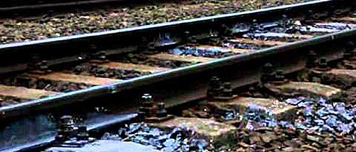 vasúti sínek fehér meszelés gázolás-700