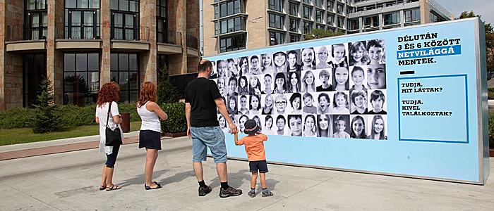 Eltűnt gyerekek fala Budapesten-700