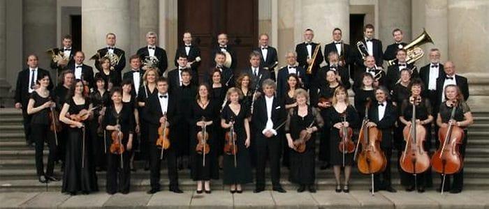 vaci-szimfonikus-zenekar-csoportkep-700