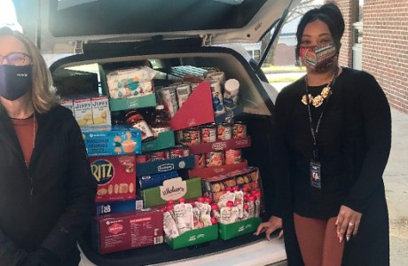 BB&T Donates to Johnson Health Center Food Pantry
