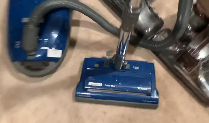 How to Disassemble the Handle of Kenmore Vacuum Model 116