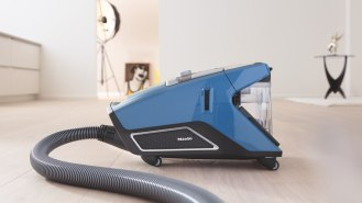 Miele Bagless Canister vacuum Blizzard Turbo Team