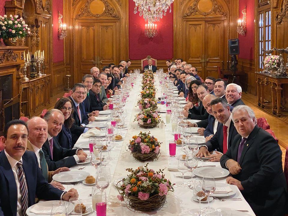 AMLO se reúne en comida con gobernadores y gabinete