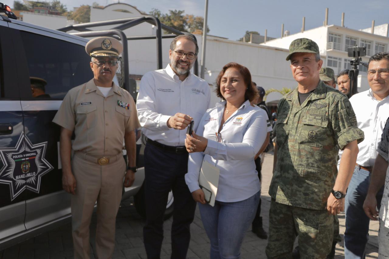 Entregan patrulla al Ayuntamiento de Manzanillo