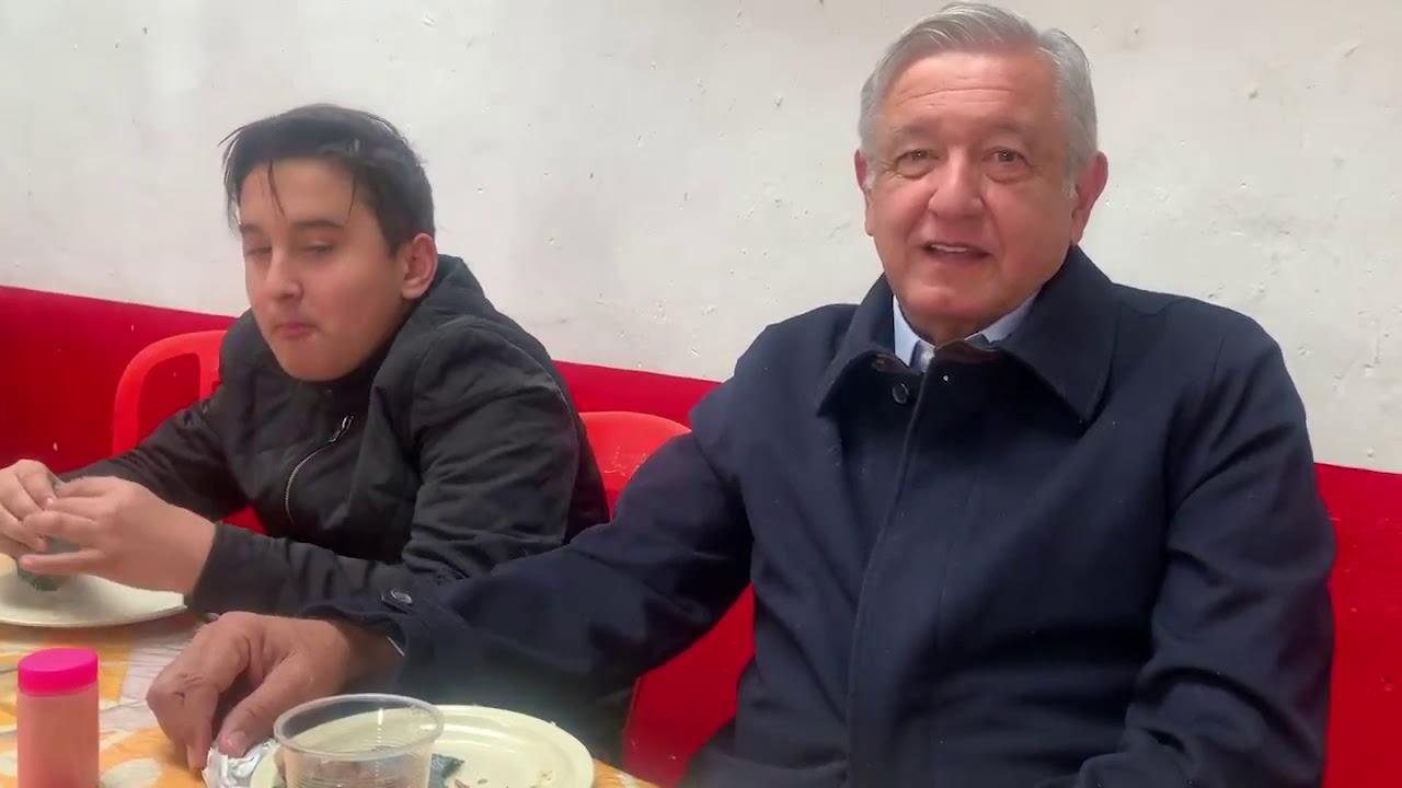 """""""Esta barbacoa rifa""""; AMLO desayuna con su hijo en Tulancingo"""
