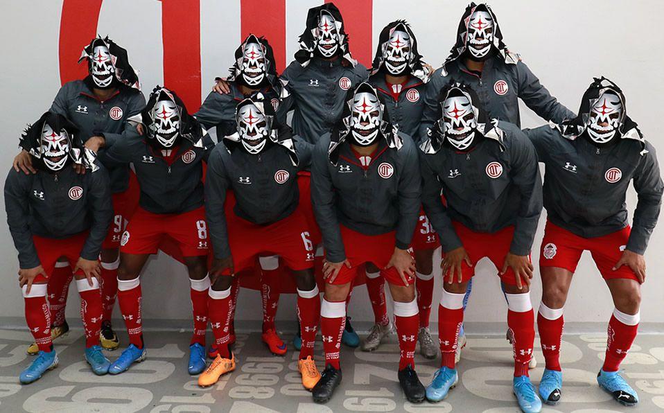 Diablos Rojos del Toluca rinden homenaje a la Parka