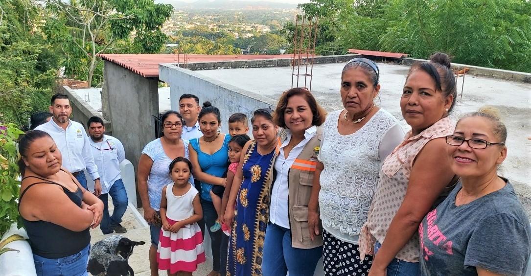 """Inaugura Griselda Martínez andador peatonal """"La Escondida"""" en Santiago"""