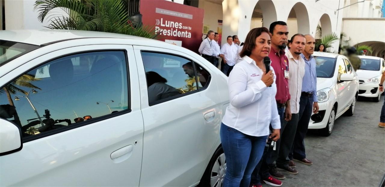 Entrega alcaldesa nuevas unidades para áreas operativas del  Ayuntamiento de Manzanillo