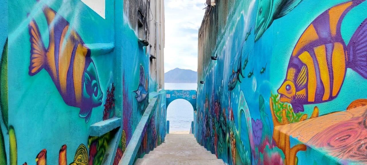 Embellecen espacios públicos con murales artísticos