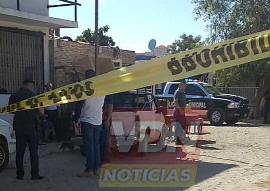 Asesinan a un hombre al interior de una tapicería en la colonia La Joya I, en Manzanillo