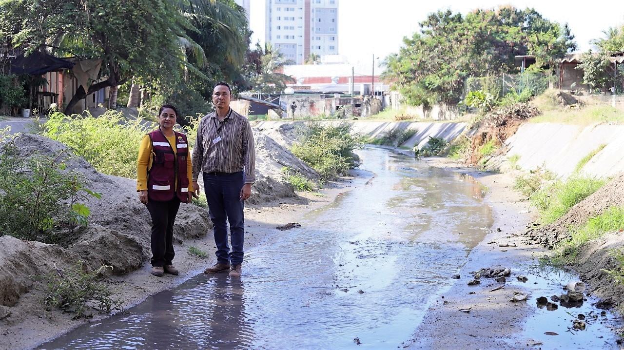 Ayuntamiento de Manzanillo ya reinició el trabajo de desazolve en el arroyo de Santiago