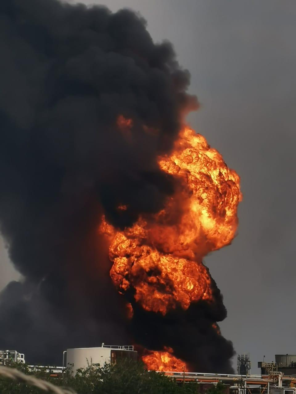Se incendia refinería de Minatitlán, Veracruz