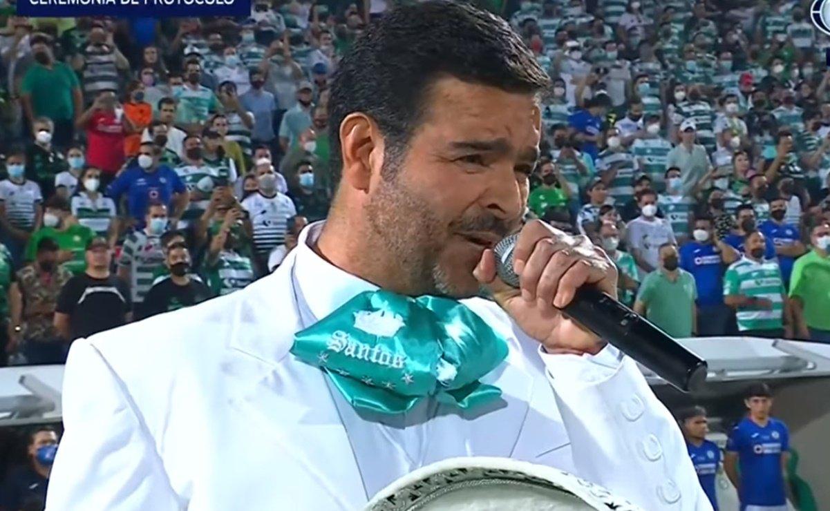 Segob abre expediente contra Pablo Montero por alterar letra del Himno Nacional