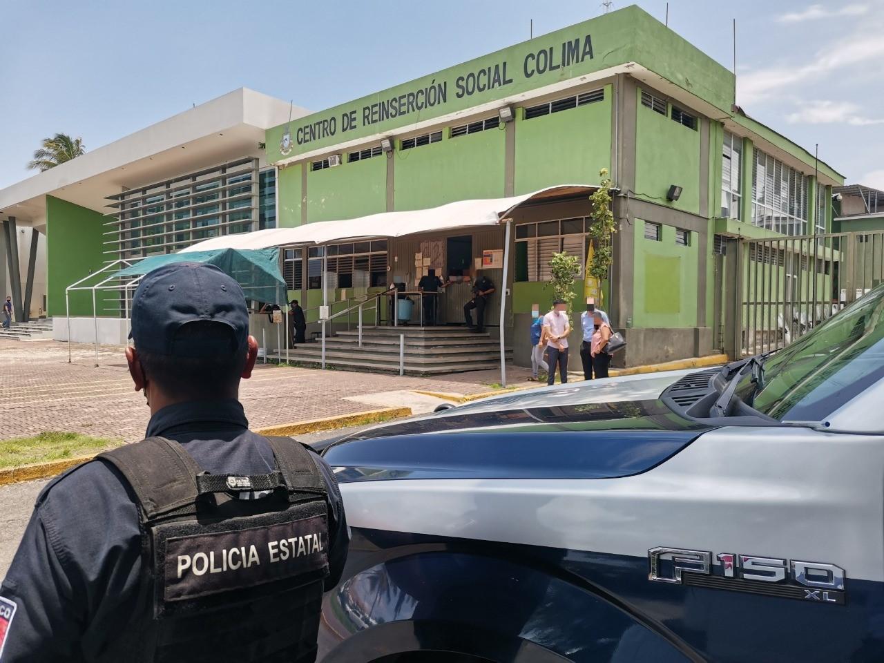 Personal de seguridad penitenciaria controla riña en el Cereso de Colima
