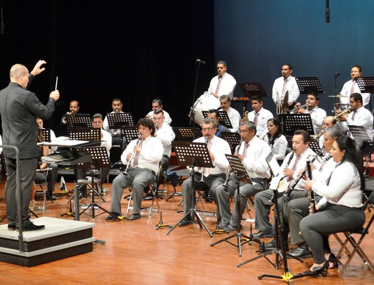 Gobierno del Estado realiza conciertos frente a Palacio de Gobierno