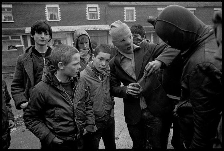 belfast-mai-1981.-emeutes-dans-les-quartiers-catholiques-apres-mort-bobby-sands_width1024.jpg