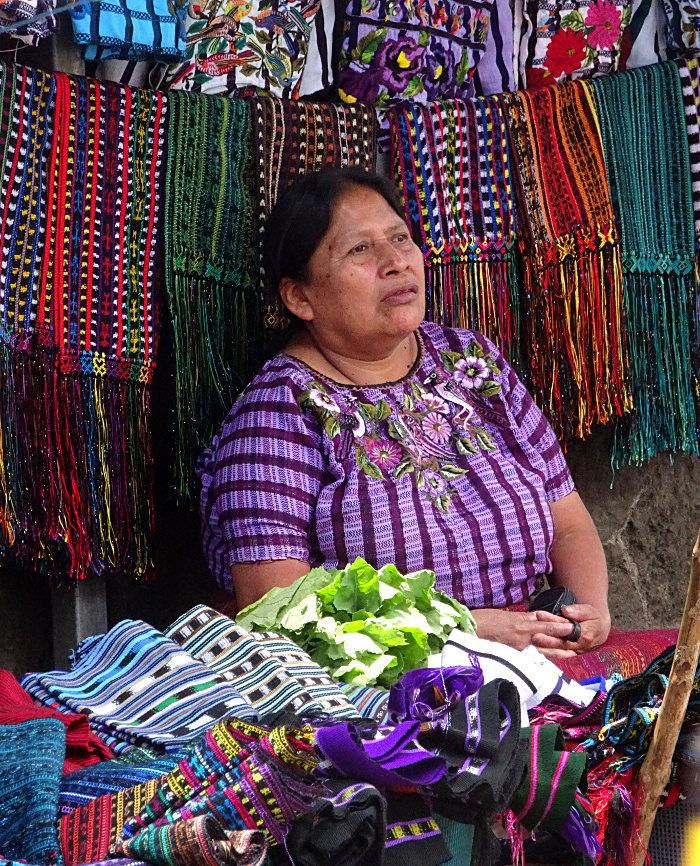 lac Atitlán femme marché de Santiago