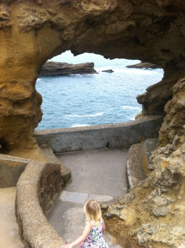 sonja-grottan-utanfor-akvriet