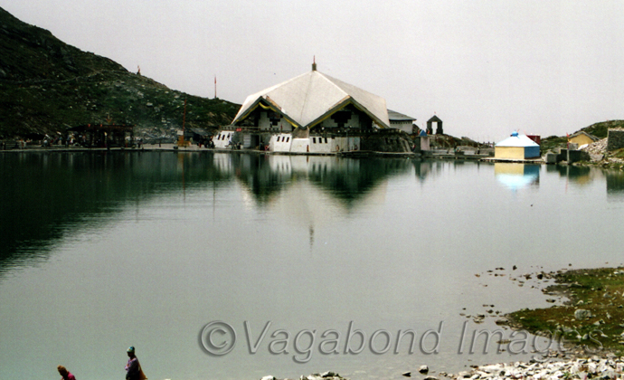 Guruwara is located at the starting edge of the lake